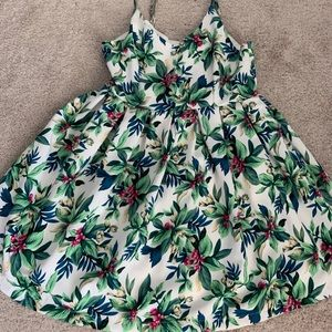 Beautiful strappy summer floral dress medium